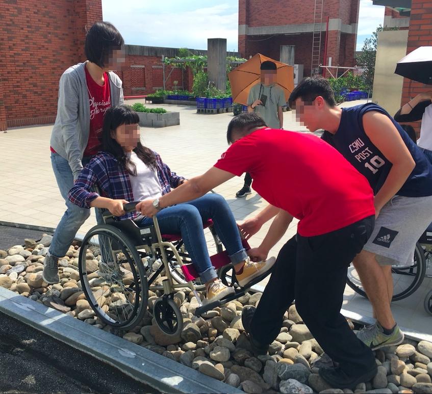 輪椅障礙情境體驗照片